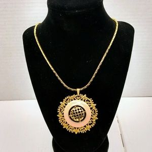 Jewelry - Gold tone serpentine with filagree medallion